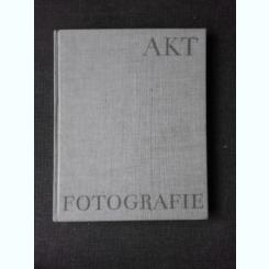 AKTFOTOGRAFIE - HELLMUTH BURKHARDT  (FOTOGRAFIA ARTISTICA, TEXT IN LIMBA GERMANA)