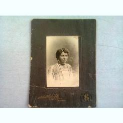 FOTOGRAFIE ANII 1900, REALIZATA LA ATELIERUL HIGH LIFE S. KORN, BUCURESTI