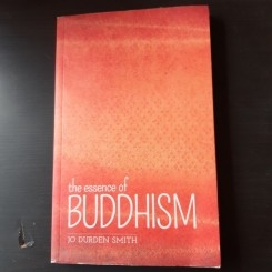 THE ESSENCE OF BUDDHISM - JO DURDEN SMITH  (CARTE IN LIMBA ENGLEZA)